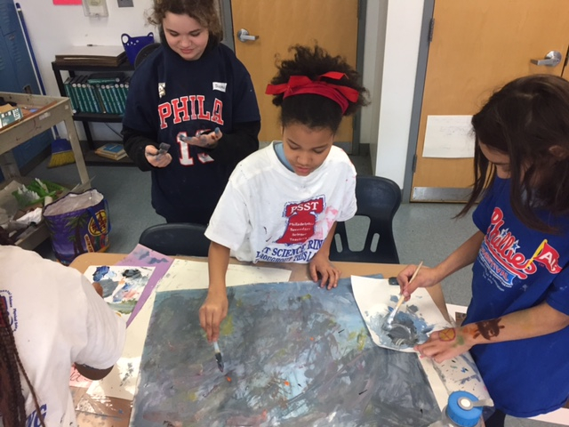 students using paints in art class